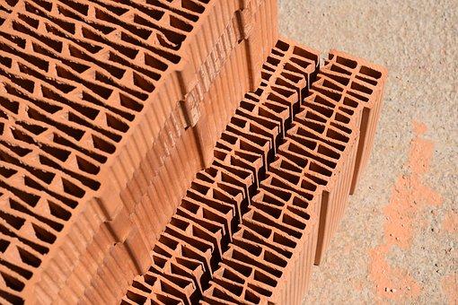 Duże ilości materiałów budowlanych