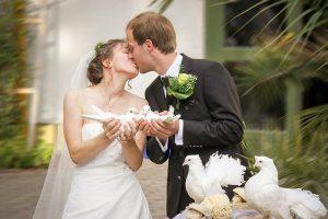 Dobry i kreatywny fotograf na wesele – jak wybrać?