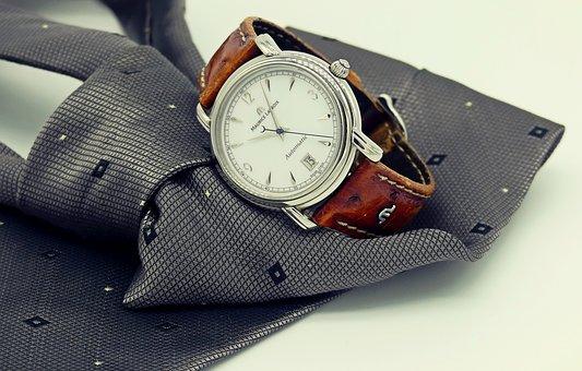 Zegarki w drewnianej obudowie