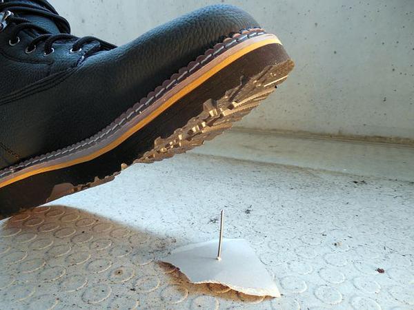 Noszenie butów roboczych zimą gwarancją bezpieczeństwa pracownika