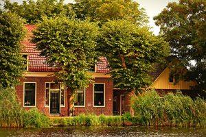 Działka z małym domkiem w Konstancinie