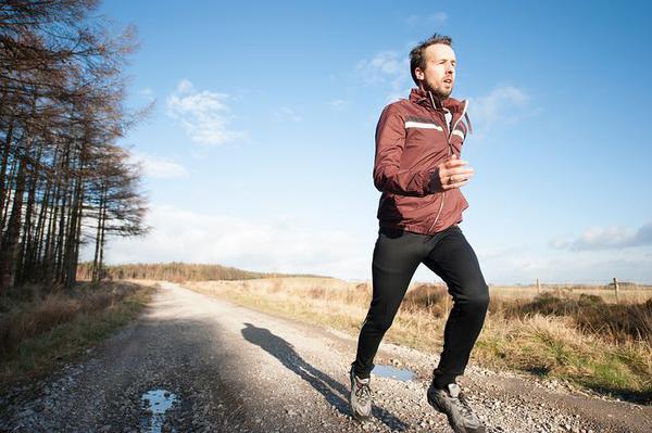Buty z kolcami doskonałe do biegania