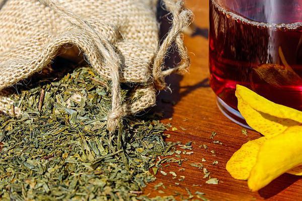 Naturalne produkty oferowane w sklepach zielarskich