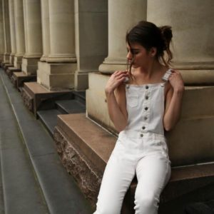 Read more about the article Spodnie damskie w kolorze białym